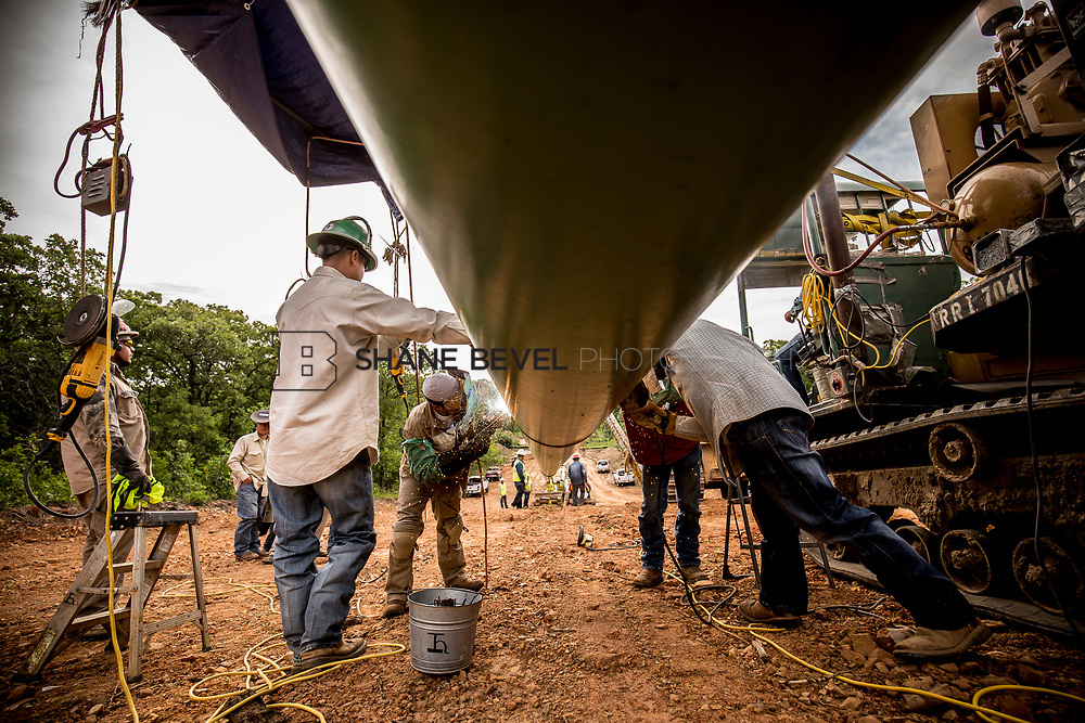 6/1/17 8:58:37 AM -- Sen. James Inhofe visits the Diamond Pipeline sight with representatives from Plains All American Pipeline, Valero and Pumpco Pipeline Construction near Hectorville, Okla.<br /> <br /> Photo by Shane Bevel