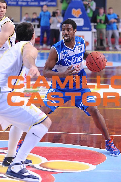DESCRIZIONE : Bari Lega A2 2011-12 Toys&amp;More Final Four Coppa Italia Semifinale Tezenis Verona Enel Brindisi<br /> GIOCATORE : Jimmy Lee Hunter<br /> CATEGORIA : palleggio<br /> SQUADRA : Enel Brindisi<br /> EVENTO : Campionato Lega A2 2011-2012<br /> GARA : Tezenis Verona Enel Brindisi<br /> DATA : 03/03/2012<br /> SPORT : Pallacanestro<br /> AUTORE : Agenzia Ciamillo-Castoria/M.Marchi<br /> Galleria : Lega Basket A2 2011-2012  <br /> Fotonotizia : Bari Lega A2 2010-11 Toys&amp;More Final Four Coppa Italia Semifinale Tezenis Verona Enel Brindisi<br /> Predefinita :