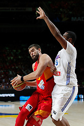 10.09.2014, Palacio de los deportes, Madrid, ESP, FIBA WM, Frankreich vs Spanien, Viertelfinale, im Bild Spain´s Marc Gasol (L) and France´s Diaw // during FIBA Basketball World Cup Spain 2014 Quarter-Final match between France and Spain at the Palacio de los deportes in Madrid, Spain on 2014/09/10. EXPA Pictures © 2014, PhotoCredit: EXPA/ Alterphotos/ Victor Blanco<br /> <br /> *****ATTENTION - OUT of ESP, SUI*****