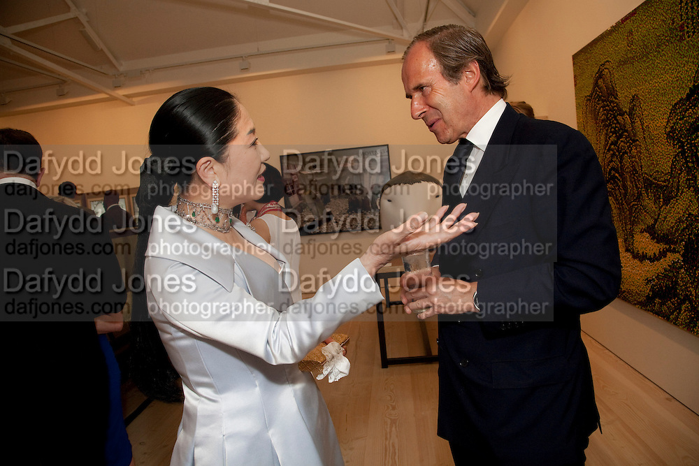 DOWAGER VISCOUNTESS ROTHERMERE; SIMON DE PURY, Korean Eye Dinner  hosted by The Dowager Viscountess Rothermere and Simon De Pury.Sponsored by CJ, Korean Food Globalization Team, Hino Consulting and Visit Korea Committee. Phillips de Pury Space, Saatchi Gallery.  Sloane Sq. London. 2 July 2009.