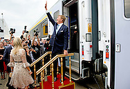 King Willem-Alexander and Queen Maxima of The Netherlands travel by train to the centre of Poznan and arrive at station Poznan Glowny, Poland, 25 June 2014. The king and queen are in Poland for their first state visit 24 and 25 june. COPYRIGHT ROBIN UTRECHT