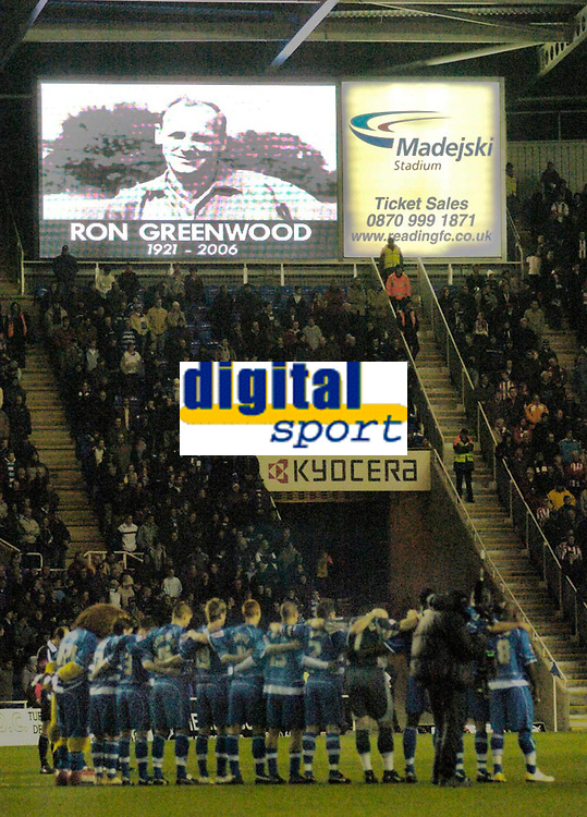 Photo: Leigh Quinnell.<br /> Reading v Southampton. Coca Cola Championship. 10/02/2006. Players observe a one minute silence for Ron Greenwood.