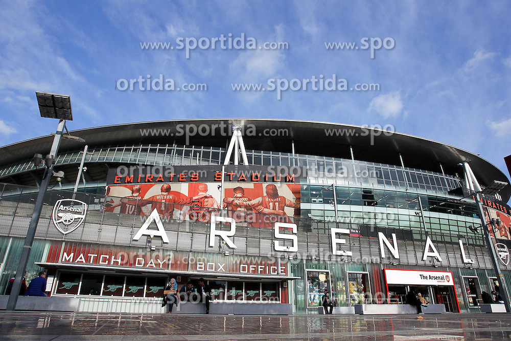 20.10.2015, Emirates Stadium, London, ENG, UEFA CL, FC Arsenal vs FC Bayern Muenchen, Gruppe F, im Bild Aussenansicht des Emirates Stadions // during UEFA Champions League group F match between Arsenal FC and FC Bayern Munich at the Emirates Stadium in London, Great Britain on 2015/10/20. EXPA Pictures &copy; 2015, PhotoCredit: EXPA/ Eibner-Pressefoto/ Kolbert<br /> <br /> *****ATTENTION - OUT of GER*****
