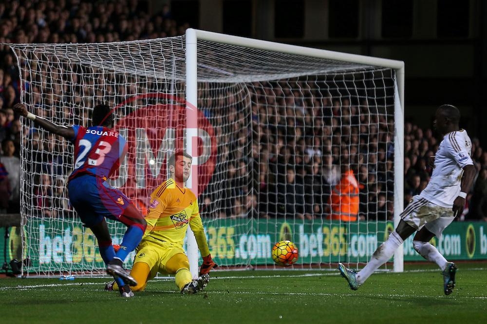 Pape N'Diaye Souare of Crystal Palace shot on goal is off target - Mandatory byline: Jason Brown/JMP - 07966386802 - 28/12/2015 - FOOTBALL - London - Selhurst Park - Crystal Palace v Swansea City - Barclays Premier League