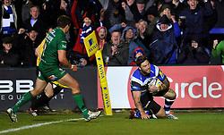 Matt Banahan of Bath Rugby scores a try - Photo mandatory by-line: Patrick Khachfe/JMP - Mobile: 07966 386802 24/04/2015 - SPORT - RUGBY UNION - Bath - The Recreation Ground - Bath Rugby v London Irish - Aviva Premiership