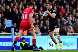Sam Simmonds of Exeter Chiefs is marked by Owen Farrell of Saracens - Mandatory by-line: Ryan Hiscott/JMP - 29/12/2019 - RUGBY - Sandy Park - Exeter, England - Exeter Chiefs v Saracens - Gallagher Premiership Rugby