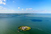 Nederland, Noord-Holland, Pampus, 13-06-2017; Forteiland Pampus in het IJmeer, onderdeel van de Stelling van Amsterdam. Rijksmonument, onderdeel van de Werelderfgoedlijst van Unesco. Wateralnd en MArken ion de achtergrond.<br /> Fort Pampus Island in the IJmeer, part of the Defence Line of Amsterdam. Unesco World Heritage.<br /> luchtfoto (toeslag op standaard tarieven);<br /> aerial photo (additional fee required);<br /> copyright foto/photo Siebe Swart