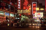 Hong Kong. at night and commercials  jordan road   / La nuit, enseignes et ambiance  illuminations  jordan road     / L940322c  / 294969/9