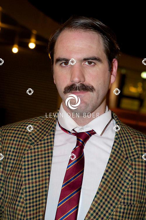 ETTEN-LEUR - In de schouwburg was een avondvullend programma door Faulty Towers The Dining Experience. Met hier op de foto  Robert Langston (Basil). FOTO LEVIN DEN BOER - PERSFOTO.NU