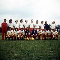 BILDENE INNGÅR IKKE I FASTAVTALENE PÅ NETT<br /> <br /> Fotball<br /> Tyskland<br /> Borussia Dortmund Feature<br /> Foto: imago/Digitalsport<br /> NORWAY ONLY<br /> <br /> 15.07.1974<br /> Mannschaftsbild Oberhausen hi.v.li.: Masseur Willi Valentin, Walter Krause, Erwin Königsmann, Dirk Heun, Jürgen Jäger, Seifert, Dieter Hentschel, Werner Greth, Friedhelm Kobluhn, Trainer Alfred Preißler; vorn: Willi Quasten, Möhlmann, Thissen, Torwart ...; ... Hans Jürgen van de Sand, Torhüter Dieter Ferner, Paul Scheermann, Rudi Neufeld, Werner Ohm und Hans Schumacher