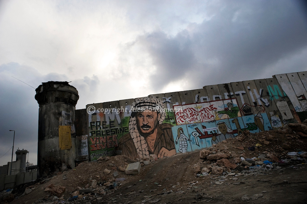 .Israel. This general view shows a murales representing Marwan Barguti close to Qalandia checkpoint on November 28, 2009..© ALESSIO ROMENZI
