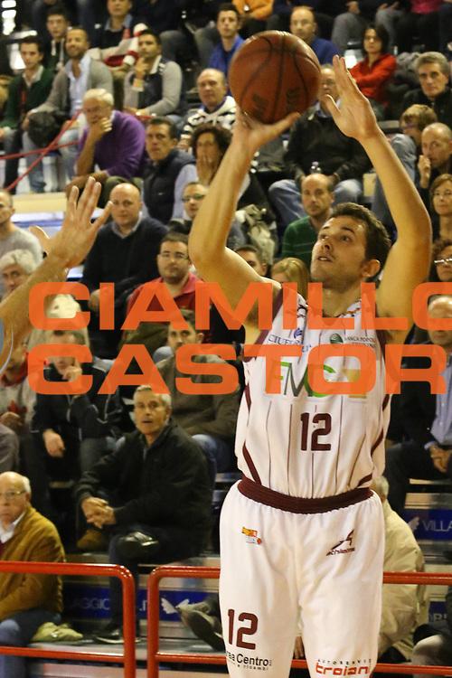 DESCRIZIONE : Ferentino Lega Basket A2  eurobet 2012-13  Fmc Ferentino Le Gamberi Foods Forli<br /> GIOCATORE : Gurini Giacomo<br /> CATEGORIA : three points<br /> SQUADRA : Fmc Ferentino<br /> EVENTO : Ferentino Lega Basket A2  eurobet 2012-13 <br /> GARA : Fmc Ferentino  Le Gamberi Foods Forli<br /> DATA : 28/10/2012<br /> SPORT : Pallacanestro <br /> AUTORE : Agenzia Ciamillo-Castoria/ M.Simoni<br /> Galleria : Lega Basket A2 2012-2013 <br /> Fotonotizia : Ferentino Lega Basket A2  eurobet 2012-13  Fmc Ferentino Le Gamberi Foods Forli<br /> Predefinita :