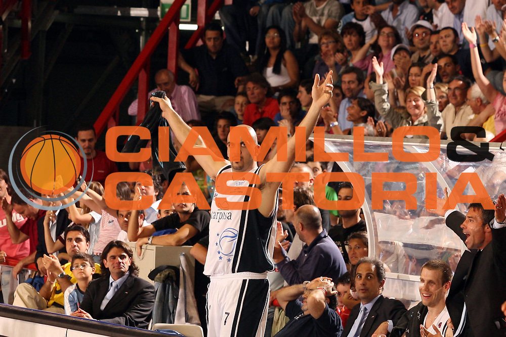 DESCRIZIONE : Napoli Lega A1 2005-06 Play Off Quarti Finale Gara 3 Carpisa Napoli Snaidero Udine<br /> GIOCATORE : Morena<br /> SQUADRA : Carpisa Napoli<br /> EVENTO : Campionato Lega A1 2005-2006 Play Off Quarti Finale Gara 3<br /> GARA : Carpisa Napoli Snaidero Udine <br /> DATA : 24/05/2006 <br /> CATEGORIA : esultanza<br /> SPORT : Pallacanestro <br /> AUTORE : Agenzia Ciamillo-Castoria/G.Ciamillo