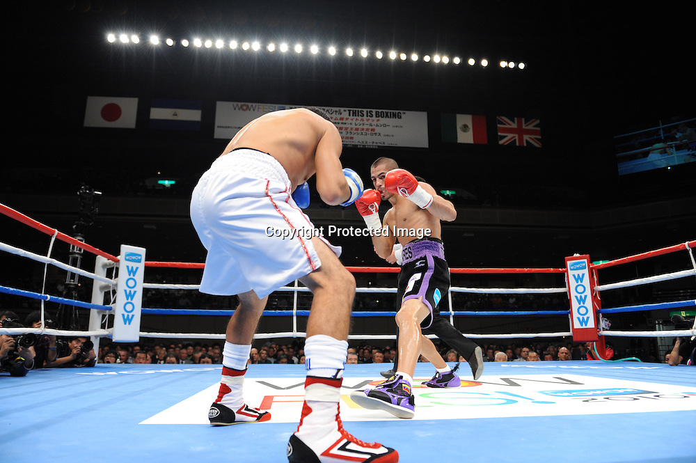 (L-R) Jesus Chavez (MEX), Jorge Linares (VEN),<br /> OCTOBER 24, 2010 - Boxing :<br /> Jorge Linares of of Venezuela and Jesus Chavez of Mexico during the 10R lightweight bout at Ryogoku Kokugikan in Tokyo, Japan. (Photo by Mikio Nakai/AFLO)
