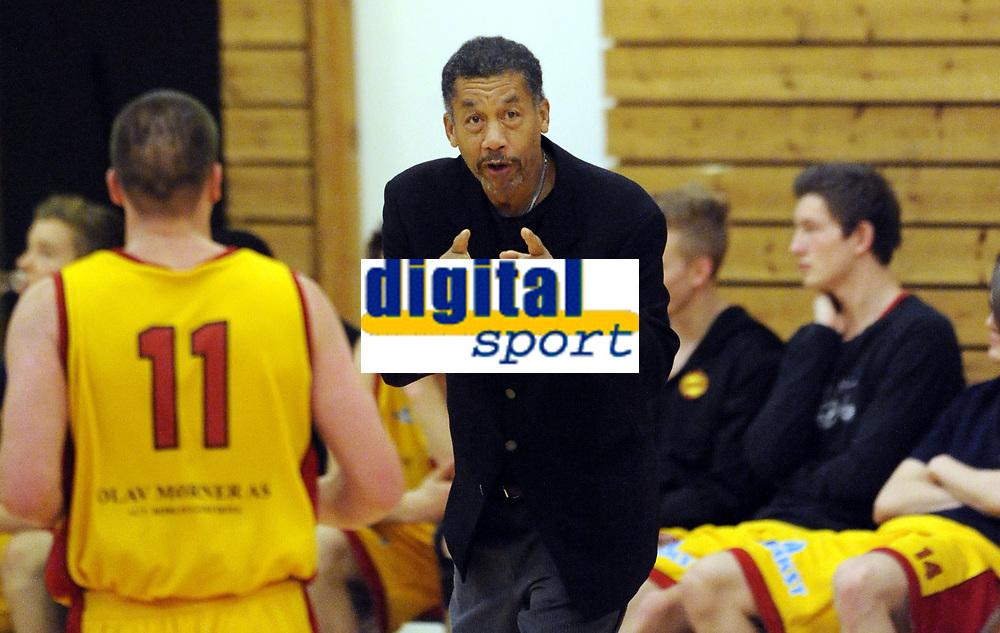 Basketball<br /> BLNO<br /> 22.09.2012<br /> Frøya Basket (Y) v Tromsø Storm (V)<br /> Foto: Morten Olsen, Digitalsport<br /> <br /> Ron Billingslea - trener Frøya