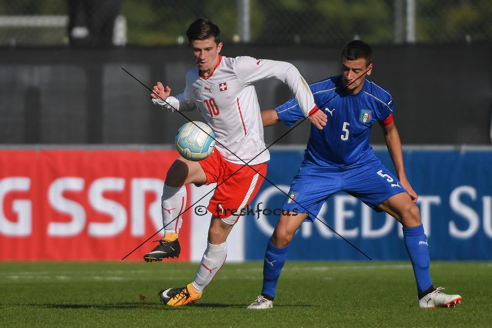 21.09.2017; Niederhasli; FUSSBALL U16 - Schweiz - Italien;<br /> Josip Brnic (SUI) Raffaele Spino (ITA) <br /> (Andy Mueller/freshfocus)