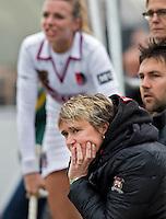 EINDHOVEN - Hockey - Amsterdam coach van de dames, Alyson Annan, zondag tijdens de hoofdklasse hockeywedstrijd tussen Oranje-Zwart en Amsterdam (1-1). FOTO KOEN SUYK.