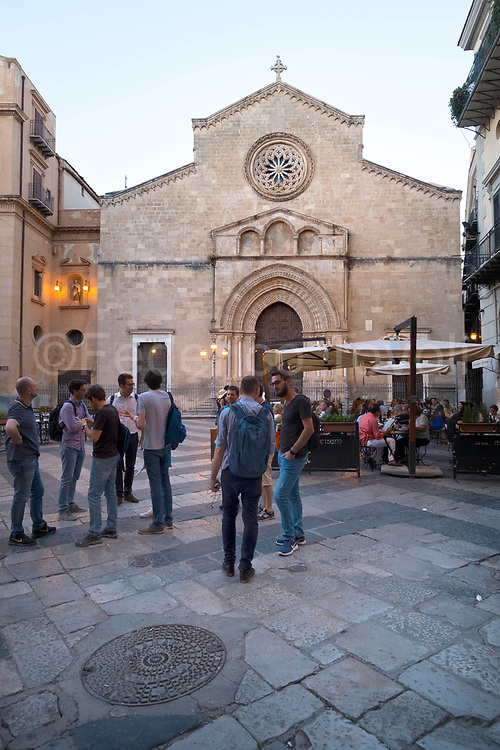 """The historical center of Palermo has a huge historical / cultural heritage, with every corner there is an ancient church, a monument etc ... but above all it is a living place where to find and spend the evenings, as in Piazza San Francesco in the """" mandate """"(neighborhood) of Kalsa"""