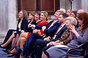 Koning Willem-Alexander reikt in het Koninklijk Paleis de Erasmusprijs uit aan de Amerikaanse journaliste en schrijfster Barbara Ehrenreich.De Erasmusprijs wordt jaarlijks toegekend aan een persoon of instelling die binnen het kader van de culturele tradities van Europa een belangrijke bijdrage heeft geleverd op het gebied van cultuur, humaniora of sociale wetenschappen.<br /> <br /> King Willem-Alexander hands out the Erasmus Prize in the Royal Palace to the American journalist and writer Barbara Ehrenreich. The Erasmus Prize is awarded annually to a person or institution that has made an important contribution within the framework of the cultural traditions of Europe in the field of culture, humanities or social sciences.<br /> <br /> Op de foto / On the photo:  Prinses Beatrix , Koning Willem Alexander , Koningin Maxima en Amerikaanse journaliste en schrijfster Barbara Ehrenreich /// Princess Beatrix, King Willem Alexander, Queen Maxima and American journalist and writer Barbara Ehrenreich