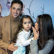 NLD/Amsterdam/20191116 - Filmpremiere Frozen II, Yes-R met partner Cheyen van Slee en dochter Celine