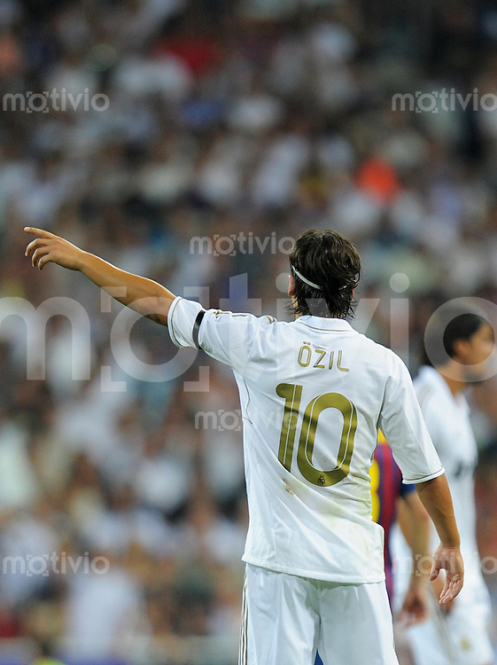 FUSSBALL  INTERNATIONAL  PRIMERA DIVISION  SAISON 2011/2012   14.08.2011 El Clasico  Super Cup 2011 Real Madrid - FC Barcelona Die neue Nummer 10 bei Real Madrid: Mesut Oezil