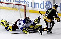 Ishockey , 22. november 2005 eliteserien , Vålerenga - Stavanger , <br /> Tyrone Garner , Vålerenga redder her straffe<br /> Foto: Kasper Wikestad, Digitalsport