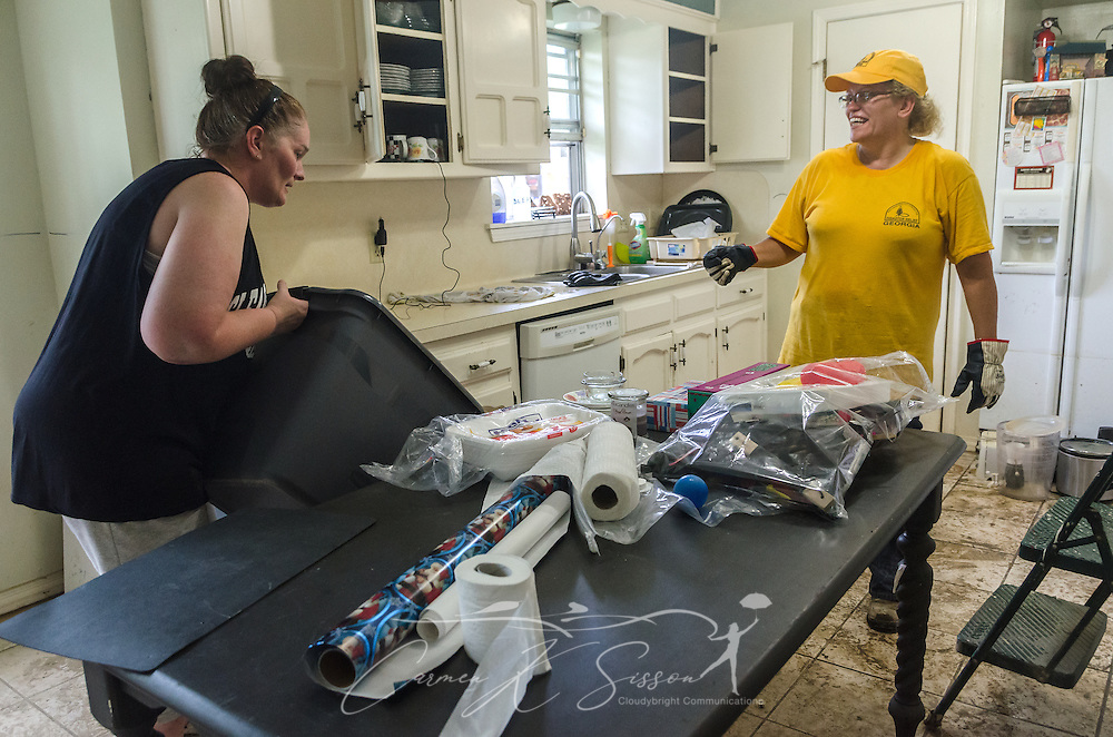 Southern Baptist Disaster Relief volunteer Kim Rowland, a member of East Dublin Dayspring Worship Center in East Dublin, Ga., helps clean the kitchen with homeowner Karen Johnson, of Immaculate Conception Church, Aug. 26, 2016, in Denham Springs, La. Rowland, along with other SBDR Georgia volunteers, is at Johnson's home this week, helping her mud out the flood-damaged house. Johnson is among thousands of Louisiana residents affected by a mid-August flood. (Photo by Carmen K. Sisson)