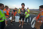 Gareth Hanks stapt uit de Completely Overzealous na zijn race op de vierde racedag van de WHPSC. In de buurt van Battle Mountain, Nevada, strijden van 10 tot en met 15 september 2012 verschillende teams om het wereldrecord fietsen tijdens de World Human Powered Speed Challenge. Het huidige record is 133 km/h.<br />