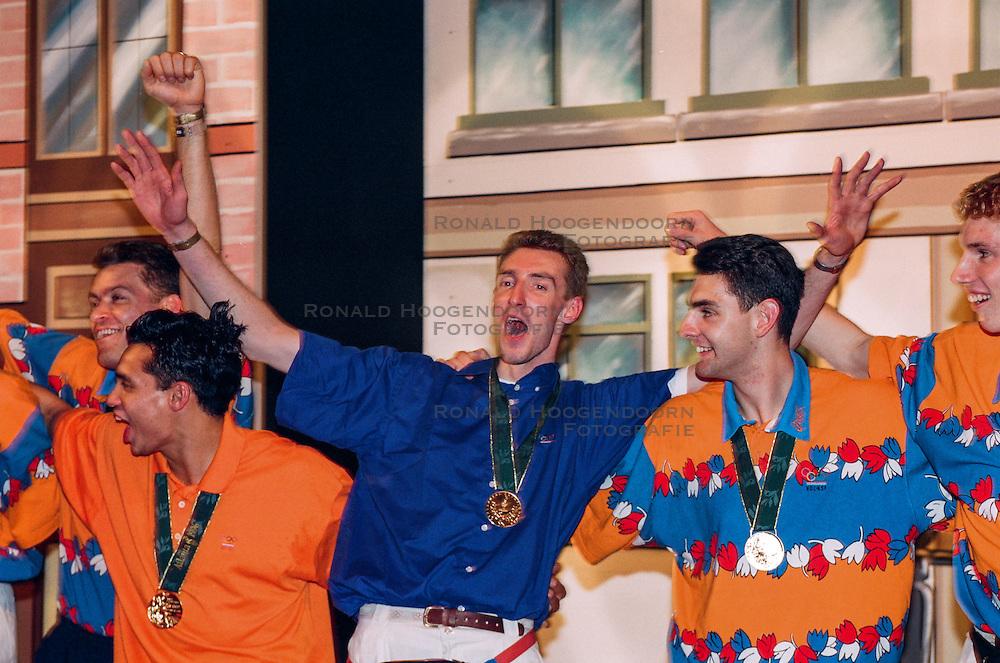1996 USA: VOLLEYBAL: NEDERLAND OLYMPISCH SPELEN: ATLANTA <br /> Bas van de Goor, Guido Gortzen, Richard Schuil
