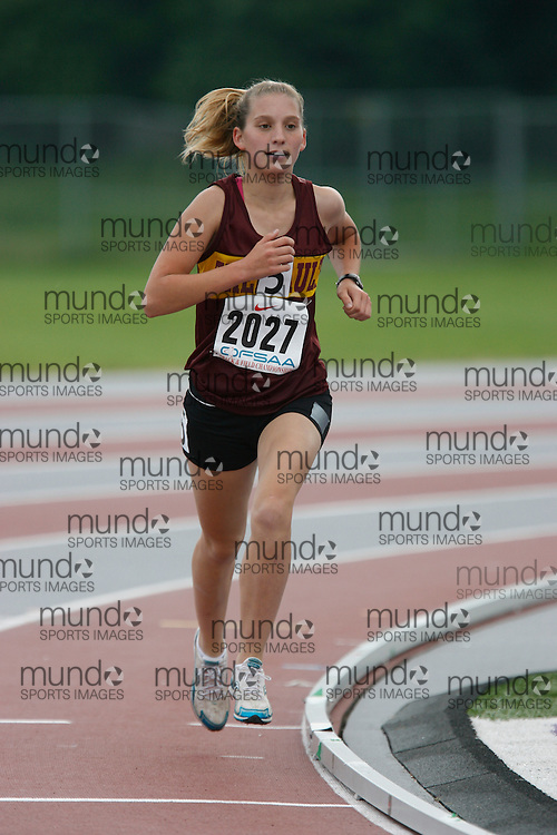 (London, Ontario}---03 June 2010) Jessica Demers of Theriault - Timmins competing in the 1500m heats at the 2010 OFSAA Ontario High School Track and Field Championships. Photograph copyright Dave Chidley / Mundo Sport Images, 2010.