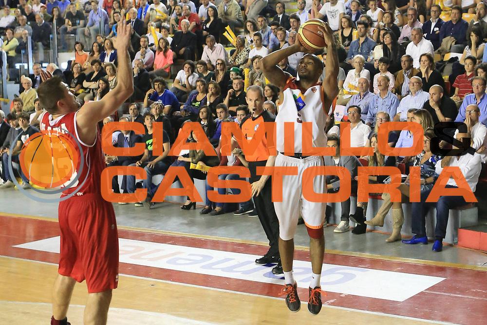 DESCRIZIONE : Roma Lega A 2012-2013 Acea Roma Trenkwalder Reggio Emilia playoff quarti di finale gara 5<br /> GIOCATORE : Goss Phil<br /> CATEGORIA : three points<br /> SQUADRA : Acea Roma<br /> EVENTO : Campionato Lega A 2012-2013 playoff quarti di finale gara 5<br /> GARA : Acea Roma Trenkwalder Reggio Emilia<br /> DATA : 17/05/2013<br /> SPORT : Pallacanestro <br /> AUTORE : Agenzia Ciamillo-Castoria/M.Simoni<br /> Galleria : Lega Basket A 2012-2013  <br /> Fotonotizia : Roma Lega A 2012-2013 Acea Roma Trenkwalder Reggio Emilia playoff quarti di finale gara 5<br /> Predefinita :