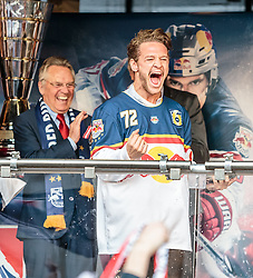 15.04.2016, Kapitelplatz, Salzburg, AUT, EBEL, Meisterfeier EC Red Bull Salzburg, im Bild John Hughes (EC Red Bull Salzburg) // John Hughes (EC Red Bull Salzburg) during the Erste Bank Icehockey Liga Championships Party of EC Red Bull Salzburg at the Kapitelplatz in Salzburg, Austria on 2016/04/15. EXPA Pictures © 2016, PhotoCredit: EXPA/ JFK