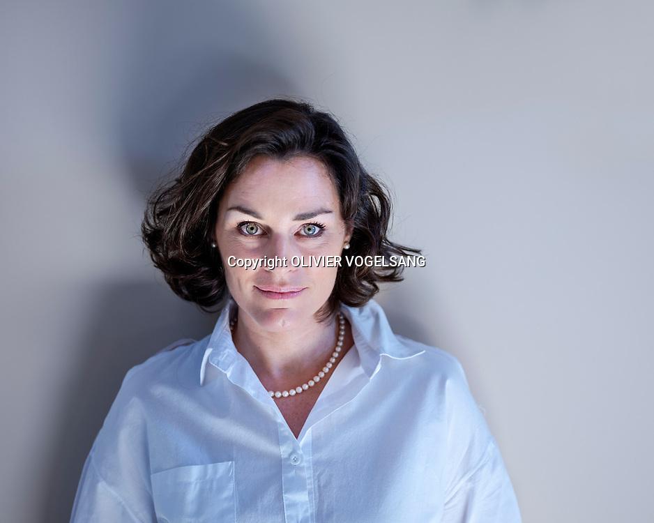 St-Cergue, avril 2018. Sonia Grimm, la chanteuse monte des spectacles avec des enfants. Elle a publié un livre qui évoque la maltraitance qu'elle a subie de la part de son ex-mari. © Olivier Vogelsang