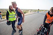 Iris Slappendel stapt uit de VeloX 7 tijdens de vijfde racedag. Het Human Power Team Delft en Amsterdam, dat bestaat uit studenten van de TU Delft en de VU Amsterdam, is in Amerika om tijdens de World Human Powered Speed Challenge in Nevada een poging te doen het wereldrecord snelfietsen voor vrouwen te verbreken met de VeloX 7, een gestroomlijnde ligfiets. Het record is met 121,81 km/h sinds 2010 in handen van de Francaise Barbara Buatois. De Canadees Todd Reichert is de snelste man met 144,17 km/h sinds 2016.<br /> <br /> With the VeloX 7, a special recumbent bike, the Human Power Team Delft and Amsterdam, consisting of students of the TU Delft and the VU Amsterdam, wants to set a new woman's world record cycling in September at the World Human Powered Speed Challenge in Nevada. The current speed record is 121,81 km/h, set in 2010 by Barbara Buatois. The fastest man is Todd Reichert with 144,17 km/h.