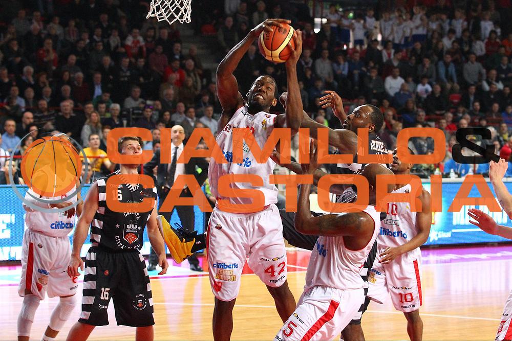 DESCRIZIONE : Varese Lega A 2012-13 Cimberio Varese Juve Caserta<br /> GIOCATORE : Bryant Dynston<br /> CATEGORIA : Rimbalzo<br /> SQUADRA : Cimberio Varese<br /> EVENTO : Campionato Lega A 2012-2013<br /> GARA : Cimberio Varese Juve Caserta<br /> DATA : 03/03/2013<br /> SPORT : Pallacanestro <br /> AUTORE : Agenzia Ciamillo-Castoria/G.Cottini<br /> Galleria : Lega Basket A 2012-2013  <br /> Fotonotizia : Varese Lega A 2012-13 Cimberio Varese Juve Caserta<br /> Predefinita :