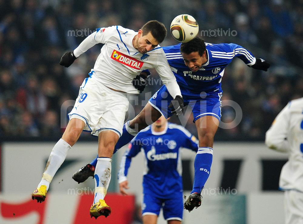 FUSSBALL  1. BUNDESLIGA   SAISON 2009/2010  20. SPIELTAG FC Schalke 04 - 1899 Hoffenheim   30.01.2010 Vedad IBISEVIC (li, Hoffenheim) gegen Joel MATIP (re, Schalke)