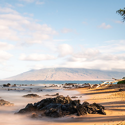 Mōkapu Beach panorama photo in Wailea Makena Maui Hawaii with rocks and the Pacific Ocean. Copyright ⓒ 2019 Paul Velgos with All Rights Reserved.