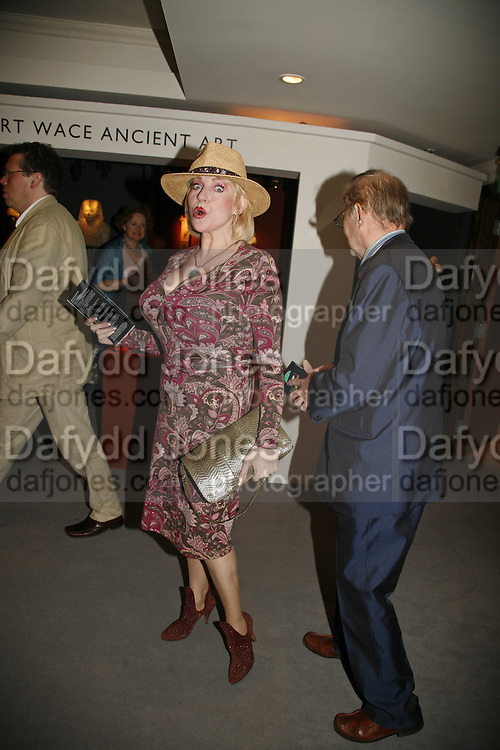 Faith Brown, Gala champagne reception and dinner in aid of CLIC Sargent.  Grosvenor House Art and Antiques Fair.  Grosvenor House. Park Lane. London. 15  June 2006. ONE TIME USE ONLY - DO NOT ARCHIVE  © Copyright Photograph by Dafydd Jones 66 Stockwell Park Rd. London SW9 0DA Tel 020 7733 0108 www.dafjones.com