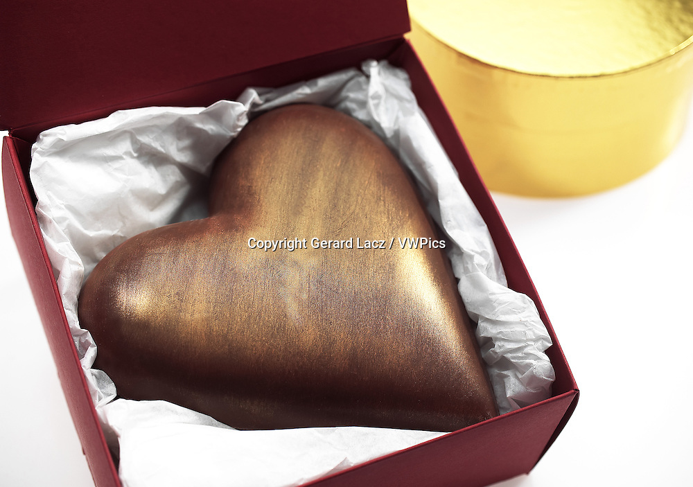 CHOCOLATE HEART, A PRESENT FOR SAINT VALENTINE'S DAY