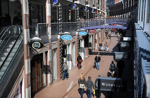 Nederland, Nijmegen, 4-3-2010Winkelstraat, Marikenstraat, in Nijmegen op een koopzondag. Winkelen, architectuurFoto: Flip Franssen/Hollandse Hoogte