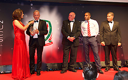 CARDIFF, WALES - Monday, October 5, 2015: Alan Curtis is interviewed by Frances Donovan after winning the FAW Long Service Award presented by by FAW's Trefor Lloyd-Hughes during the FAW Awards Dinner at Cardiff City Hall. (Pic by David Rawcliffe/Propaganda)