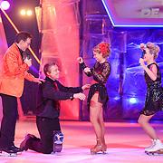 NLD/Hilversum/20130209 - Finale Sterren Dansen op het IJs 2013, Tony Wyczynski doet Alexandra Murphy een aanzoek