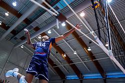 18-08-2017 NED: Oefeninterland Nederland - Italië, Doetinchem<br /> De Nederlandse volleybal mannen spelen hun eerste oefeninterland van twee in SaZa topsporthal tegen Italie als laatste voorbereiding op het EK in Polen. Nederland verliest met 3-0 / Nimir Abdelaziz #14