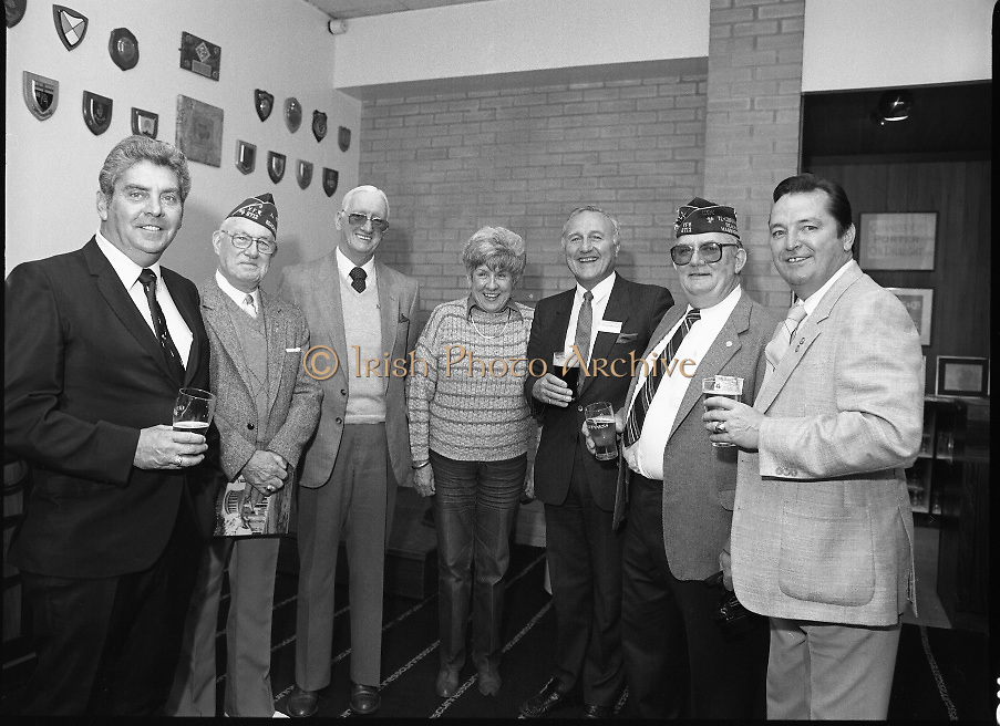 """Veterans Of Foreign Wars At Guinness..1986..28.05.1986.05.28.1986..28th May 1986..A group of """"Veterans of Foreign Wars"""" from Revere,Massachesetts,USA,who are on an eight day visit to Ireland were entertained at a reception at the Guinness Brewery,St James's Gate,Dublin. The trip was organised by the Organisation of National .Ex-Servicemen and Women...Picture shows """"Veterans"""" (with drinks in hand) as they pose  for the camera man with Mr Paddy McKenna,Director,Guinness Ireland (third from right)."""