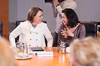 14 MAR 2018, BERLIN/GERMANY:<br /> Annette Widmann-Mauz (L), CDU, Beauftragte der Bundesregierung fuer Migration, Fluechtlinge und Integration, und Dorothee Baer (R), CSU, Staatsministerin fuer Digitales, vor Beginn der ersten Sitzung des Kabinetts Merkel IV, Kabinettsaal, Bundeskanzleramt<br /> IMAGE: 20180314-02-009<br /> KEYWORDS: Dorothee B&auml;r, Kabinett, Kabinettsitzung, Sitzung,, neues Kabinett