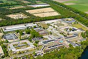 Nederland, Noord-Brabant, Vught, 13-05-2019; PI Vught - Penitiaire Inrichting Vught, overzicht, het complex huisvest onder andere de gevangenis, Huis van Bewaring (HvB) en Extra beveiligde inrichting (EBI), het half ronde gebouw links. Verder op het terrein Inrichting voor Stelselmatige Daders (ISD), , Terroristen Afdeling (TA), Beheersproblematische Gedetineerden (BPG), Langdurige Forensische Psychiatrische Zorg (LFPZ), Zeer intensieve Specialistische Zorg (ZISZ) als een Penitentiair Psychiatrisch Centrum (PPC).<br /> Prison complex Vught.