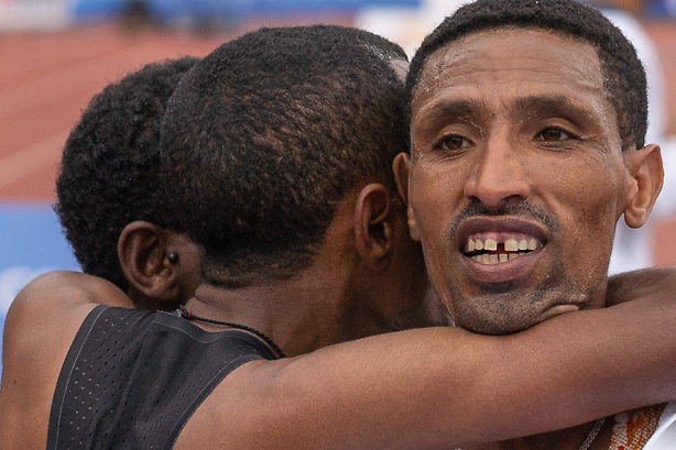20-10-2019: Atletiek: TCS Amsterdam Marathon: Amsterdam,  finish Olympische Stadion, Solomon Deksisa (ETH), Betesfa Getahun (ETH), Fentahun Hunegnaw (ETH)