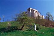 KAZIMIERZ DOLNY,RUINY ZAMKU NAD MIASTEM, 28 KWIETNIA 2003..KAZIMIERZ DOLNY, CASTLE RUINS, 28 APRIL2003. Kazimierz Dolny in Poland photogrsphy by Piotr Gesicki