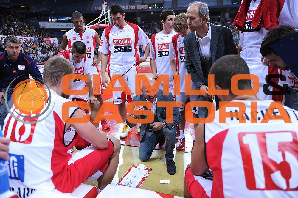 DESCRIZIONE : Pesaro Lega A 2010-11 Scavolini Siviglia Pesaro Lottomatica Virtus Roma<br /> GIOCATORE : Luca Dalmonte Team Pesaro<br /> SQUADRA : Scavolini Siviglia Pesaro<br /> EVENTO : Campionato Lega A 2010-2011<br /> GARA : Scavolini Siviglia Pesaro Lottomatica Virtus Roma<br /> DATA : 24/10/2010<br /> CATEGORIA : timeout<br /> SPORT : Pallacanestro<br /> AUTORE : Agenzia Ciamillo-Castoria/M.Marchi<br /> Galleria : Lega Basket A 2010-2011<br /> Fotonotizia : Pesaro Lega A 2010-11 Scavolini Siviglia Pesaro Lottomatica Virtus Roma<br /> Predefinita :