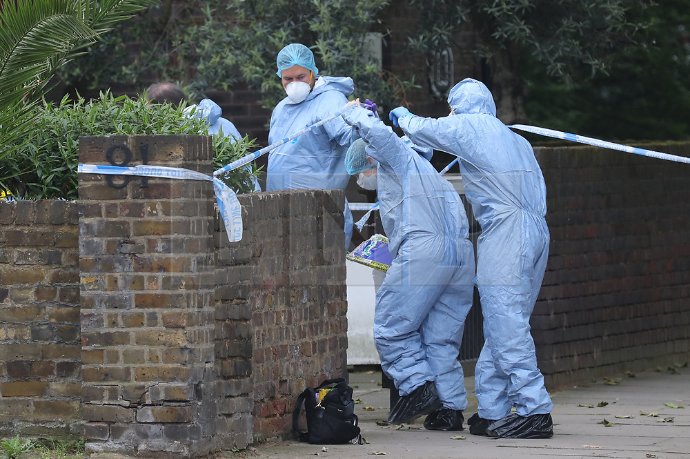 © Licensed to London News Pictures. 31/05/2018. London, UK. Forensics officers at a block of flats at 65 Finborough Road near Cathcart Road, Kensington, where a man believed to be in his 40s was found with multiple stab wounds. The man died at the scene and a murder investigation has been launched. Photo credit: Rob Pinney/LNP
